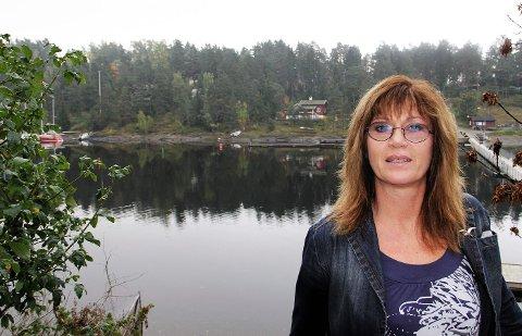 FÅR MANGE NYE SAKER: Plan- og bygningssjef Elisabeth Kynbråten kan konstatere at det blir mange nye søknader å ta stilling til etter gjennomgangen av bygningsmassen på Brønnøya. FOTO: TOM ARMANN