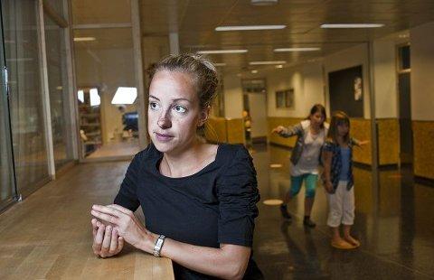 Linda Habberstad (25) er lærerstudent, og leder gruppen Premiéremix. -Gøy, men utfordrende, synes hun. Også Forskerfabrikk-gruppen ledes av studenter.