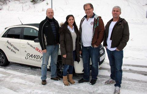Tøft. Kjørelærerne Terje Moengen (t.v.), Eirik Olaussen og Harald Pettersen er så trygge på Sandra Engen Birkeland at de låner bort denne bilen i to hele dager på tross av at hun fikk har rykende ferskt førerkort.