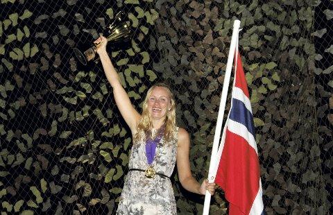 GULL-JUBEL: Hilde Nakling kan strekke armene i været og juble for VM-gull.FOTO: Britta Kobler