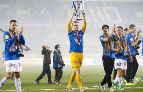 Seriemester sist søndag. Cupmester neste søndag? For Espen Bugge Pettersen kan to fryktelig tunge sesonger krones med dobbelt gull med Molde FK.