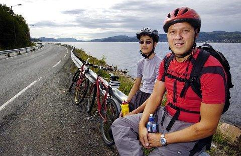 far og sønn. Treningsinstruktør-moren ble igjen på Akropolis, mens Armin Nilsen (t.v.) og Kay Nilsen tok fatt på sin første Drammensfjorden Rundt. FOTO: TORE SANDBERG
