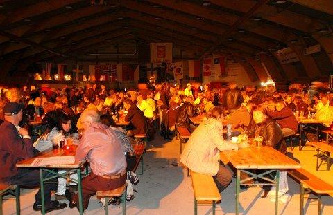 Tradisjon: Mye folk og stor stemning har vært kjennetegn på tidligere ølfestivaler i Kongsberghallen.  foto: irene mjøseng