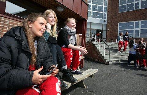 Cathinka Guldberg Fjærli, Ida Skjæraasen og Tina Maria Skaar mener lærer- og førskolelærerstudiet har lav status. FOTO: TRINE JØDAL