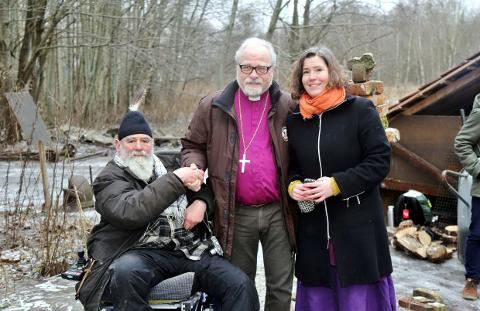 Harald Hauglin (til venstre) sto bak dagens arrangement. Med seg hadde han appellantene Atle Sommerfeldt og Erika Nesteng.