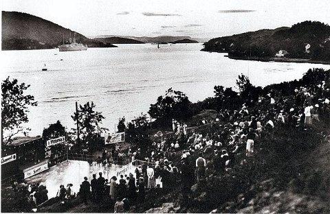 Slik så det ut i Badeparken da scenen ble offisielt åpnet i 1935.