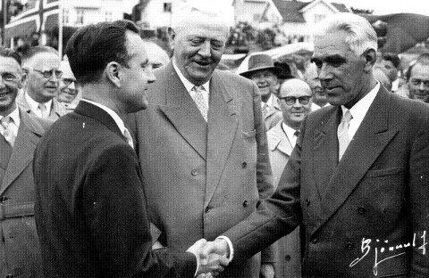f3447641 OrdførermøteOrdfører på Kråkerøy, Henry Brattberg (til venstre) og  Fredrikstad-ordfører Ragnvald Gundersen