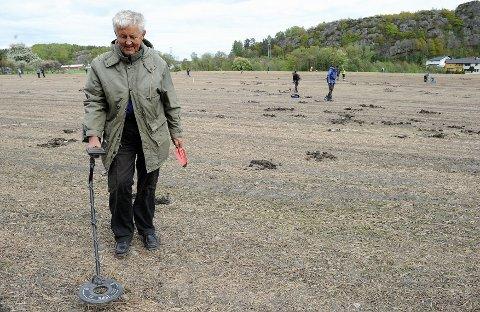 Arne Martin Liland Miltzoway fant en fingerbøl og potteskår under søndagens metallsøken etter historiske funn på jordet på Heimdal.