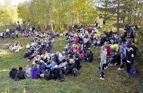 Samlet: Over 350 konfirmanter fra alle menighetene i Ringsaker var lørdag samlet til en dag med fellesaktiviteter på Mesnali Ungdomssenter og leirsted.