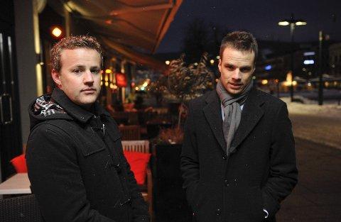 Lavrans Kierulf (t.v.) og Jon Helgheim i Fremskrittspartiet stemte mot å stenge tappekranene en time tidligere. Høyre og utelivsbransjen ser heller ikke tidligere skjenkestopp som løsning på problemene med bråk på byen i Drammen.