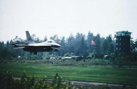 Den tidligere jagerpiloten Morten Køpke er en ivrig hobbyfotograf. Her har han fotografert et F-16 fly.