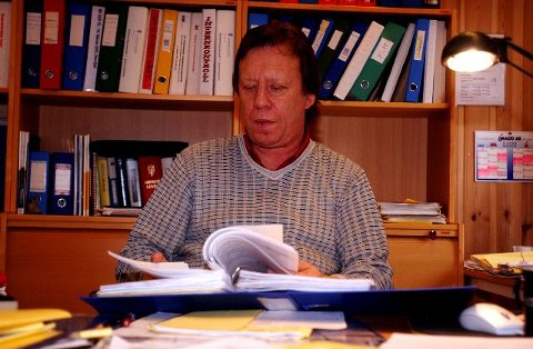 KJAPP: Jon kåre Jonsson, teknisk sjef i Flesberg kommune, registrerer nok en gang at han og kollegaene er raskest i Numedal til å behandle reguleringsplaner. FOTO: RANDI KVÅLE IVERSEN