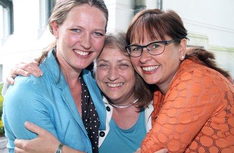 Glede Laila Kongevold (til venstre), Bibbi Børresen og Trine Eriksen i prosjektledelsen jubler over at Hydrogenfabrikken Kunsthall blir realisert. Foto: Svein Kristiansen