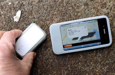 Denne trackeren, en GPS-sporingsenhet, førte til at de skibbrudne i nattetåka ble funnet så raskt. Foto: Olaf Akselsen