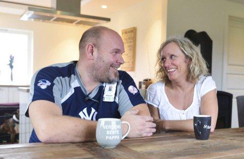 – Å bli fosterhjem må komme fra hjertet – man blir rik på opplevelser, ikke penger, sier Venke Norum og Kjell Vidar Røyne. Tross mange tøffe tak, gleder de seg over søskenparet de har vært fosterforeldre til i ni år.