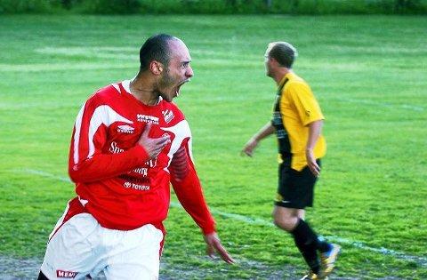1-=: Hichem Bekkaoui jubler etter å ha gitt KIF ledelsen, men rødtrøyene sto ikke kampen ut og tapte 3-2. FOTO: TORFINN SKÅTTET