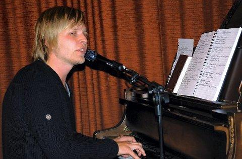 Tidligere Grand Prix-deltaker Jostein Hasselgård er blant solistene i søndagens musikal. Foto Boe Johannes Hermansen