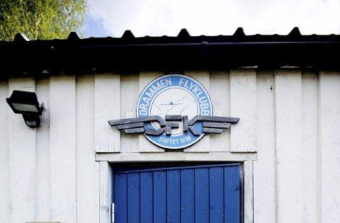 Drammen flyklubb har medlemmer fra store deler av østlandsområdet, og har sin egen flyplass, med klubbhus, på Hokksund.