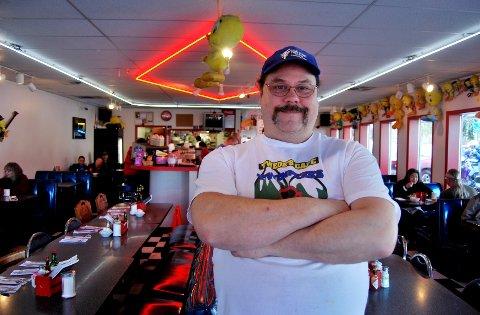 """Kyle Twede driver cafeen som opptrådte som """"Double R Diner"""" i kultserien """"Twin Peaks""""."""