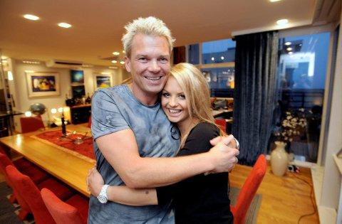Lars Ole Johansen og kjæresten Camilla Fors flytter nå permanent til parets leilighet på Aker Brygge i Oslo.