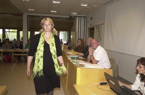 ISFRONT: Samarbeidet mellom Venstre ved Monica Hofer Hagen (til venstre) og Ap-ordføreren Bente Kleppe Bjerke og deres respektive partier er ikke det beste. Foto: Terje Wilhelmsen