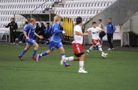 STRAFFES: Admir Ikeljic og lagkameratene i Tønsberg Fotballklubb må ned en divisjon. Det har Rogaland Fotballkrets bestemt.Foto: Harald Strømnæs