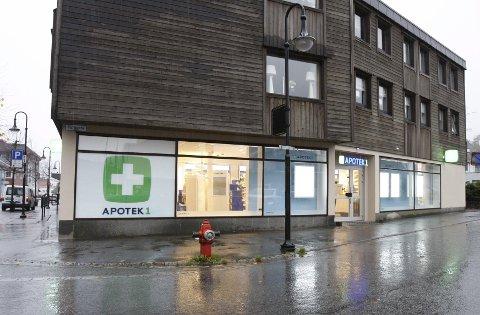 NYÅPNING: Apotek 1 åpner apotek i Sauda lørdag. Sauda har måtte klare seg med medisinutsalg lenge. Foto: Frank Waal