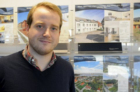 MEGLER: Amund Tvete Hermansen hos Privatmegleren i Fredrikstad. Foto: André Lia