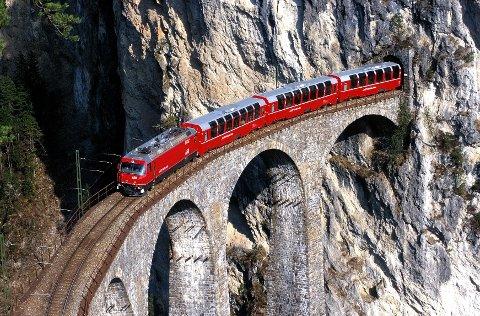Bernina Express på Landwasser-viadukten.