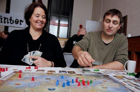 Økende interesse: – Brettspill er mer sosialt enn dataspill. Noe stadig flere oppdager, sier Siv og Trond Braut fra Spillskrinet.