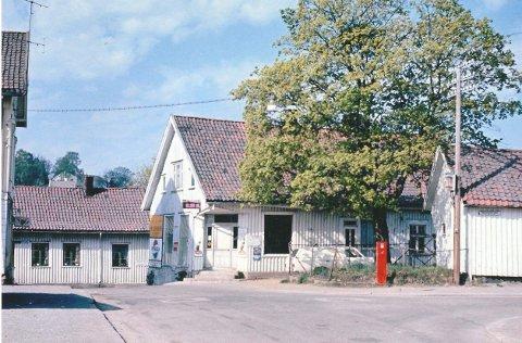 Nybyen og Rukla blir nok en gang sentrum for mimretreff hos Sandefjord Lokalhistoriske senter lørdag. Alle husene på dette bildet i Prinsens gate er borte, men treet står der fremdeles. FOTO: HENRIK SANDBERG