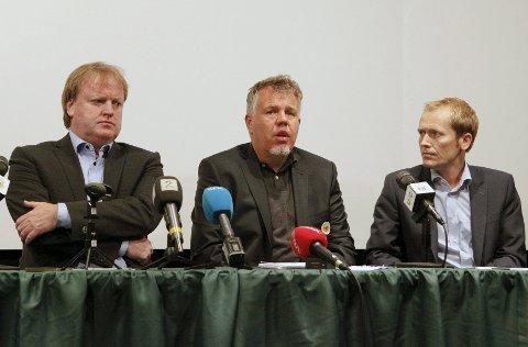 Fotballpresident Yngve Hallèn (t.v.), generalsekretær Kjetil Siem og informasjonssjef Svein Graff (t.h.) i forbindelse med søndagens pressekonferanse i kampfiksingsaken.