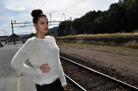SISTE TOG HAR IKKE GÅTT: Mari Ekeløf fra Hamar er spent foran lørdagens Miss Universe Norway-finale i Oslo. Om hun vinner, har ikke siste modell-tog gått. – Jeg ønsker å satse videre som modell, sier hun til Hamar Dagblad.