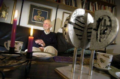 RIDDEREN: Odd Tandberg (83) fra Ås har gjort seg bemerjet i kunstens verden i over 50 år. Nå er han utnevnt til Ridder av 1. klasse av St. Olavs Orden. FOTO: CHRISTIAN CLAUSEN.