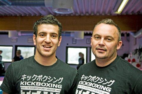 Hoshang Fatah (21) fikk en 5. plass under VM i Wushu i Tyrkia onsdag. Her sammen med trener Anders Blomberg (39).