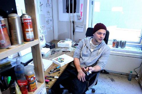 I STUDIO: Martin Whatson har holdt på med street art i 13 år. Hver dag jobber han i studioet sitt i Oslo. Helst tidlig på morgenen, når det er helt tomt. FOTO: TRINE JØDAL