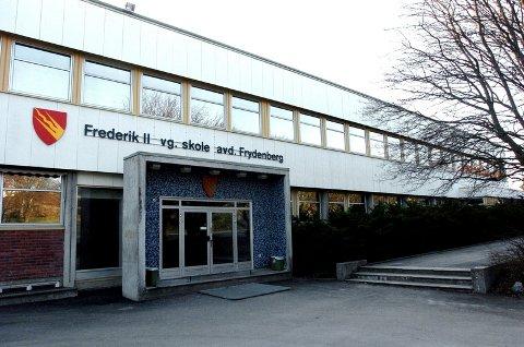 Politi med narkohund aksjonerte torsdag formiddag mot Frederik II i Fredrikstad.