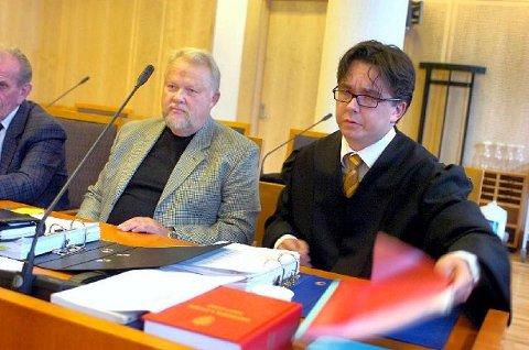 VIL TILBAKE: Terje Olaussen og hans prosessfullmektig, advokat Thorsteinn Skansbo, vil at retten skal ta stilling til om Landsforeningen for trafikkskaddes eksklusjonen av han var gyldig. FOTO: CHRISTIAN CLAUSEN