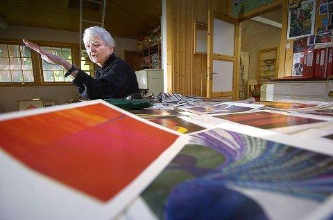 provosert: Karin Sundbye er provosert av utsmykkingskomiteen for Moer sykehjem i Ås som vil la Odd Tandberg konkurrere om utsmykningen av kapellet i konkurranse med to yngre kunstnere. Foto: christian clausen