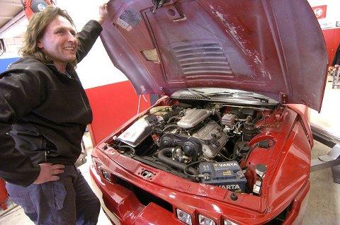 FØRSTE FORSØK: –Motoren startet på første forsøk, selv om den ikke hadde vært i bruk på 13 år, sier Tom Skorpen. FOTO: CHRISTIAN CLAUSEN