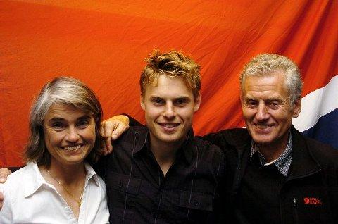 Carl sammen med sine stolte foreldre, Astrid Waaler Kaas og Dag Kaas.