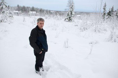 Kan utvinne gull: Byggmester Jon Kåshagen er en som kan skape utvikling og vekst, og dermed skape gull, om han kommer i gang med bygging av 38 boligtomter i Næroset. Foto: Ole Johan Storsve.
