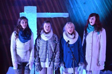 ISFUGLER: Four Little Birds, bestående av Irene Ryen, Caroline Røste, Martine Røsten og Elin Backmann sang sammen med Tone og Hans Fredrik.