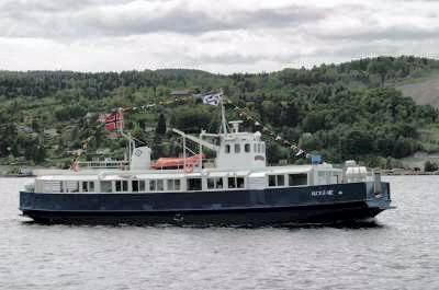 Finn Eriksen får nå tilbudet om å kjøpe Jacobine. Dermed blir båten værende i Drøbak.