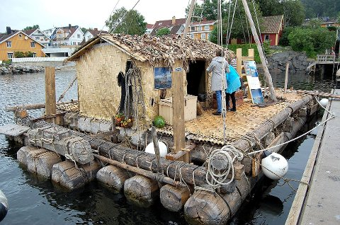Publikum fikk lov å gå om bord mens Kon Tiki lå til kai ved gjestehavnen i Drøbak i går.