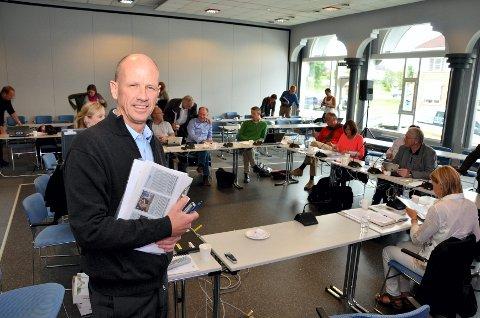 Administrerende direktør Morten Lang-Ree og styret i Sykehuset Innlandet vedtok onsdag å sette i gang med å utrede de samfunnsmeessige konsekvensene av å bygge et nytt storsjukehus ved Mjøsa.