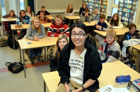 Kjerstin Kjeverud fortalte en sterk historie om sin psykiske helse til niende trinnet ved Åmot ungdomsskole i forbindelse med prosjekt om psykisk helse.