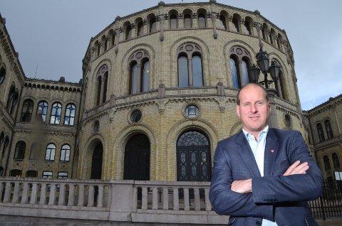 SYNGER UT: Hedmarks Aps Thomas Breen er partiets helsepolitiske talsmann og mener mye om prosessene som foregår i Sykehuset Innlandet om dagen. Særlig behandlingen av det prioriterte området psykisk helsevern.foto: Rune Hagen