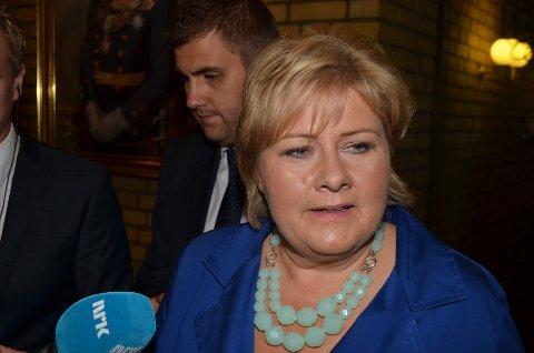 VALGETS VINNER: Valgets vinner, Erna Solberg (H), ankommer Stortinget ved midnatt for å delta på partilederdebatten. Nå blir hun statsminister, og harde regjeringsforhandlinger venter i dagene og ukene som kommer.