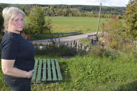HØRTE SKUDD: En novembernatt i 2011 våknet Kari Wenche Fossum av et skudd rett ved husveggen. Hun hørte deretter en bil kjøre vekk på grusvegen nedenfor huset.